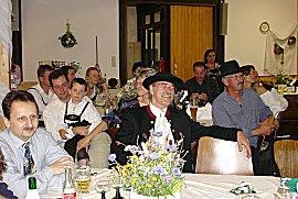 Gäste hinter Gerhard